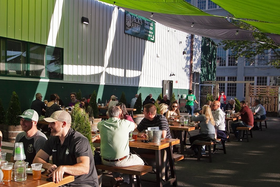 The Advantages of Outdoor Spaces At Your Business
